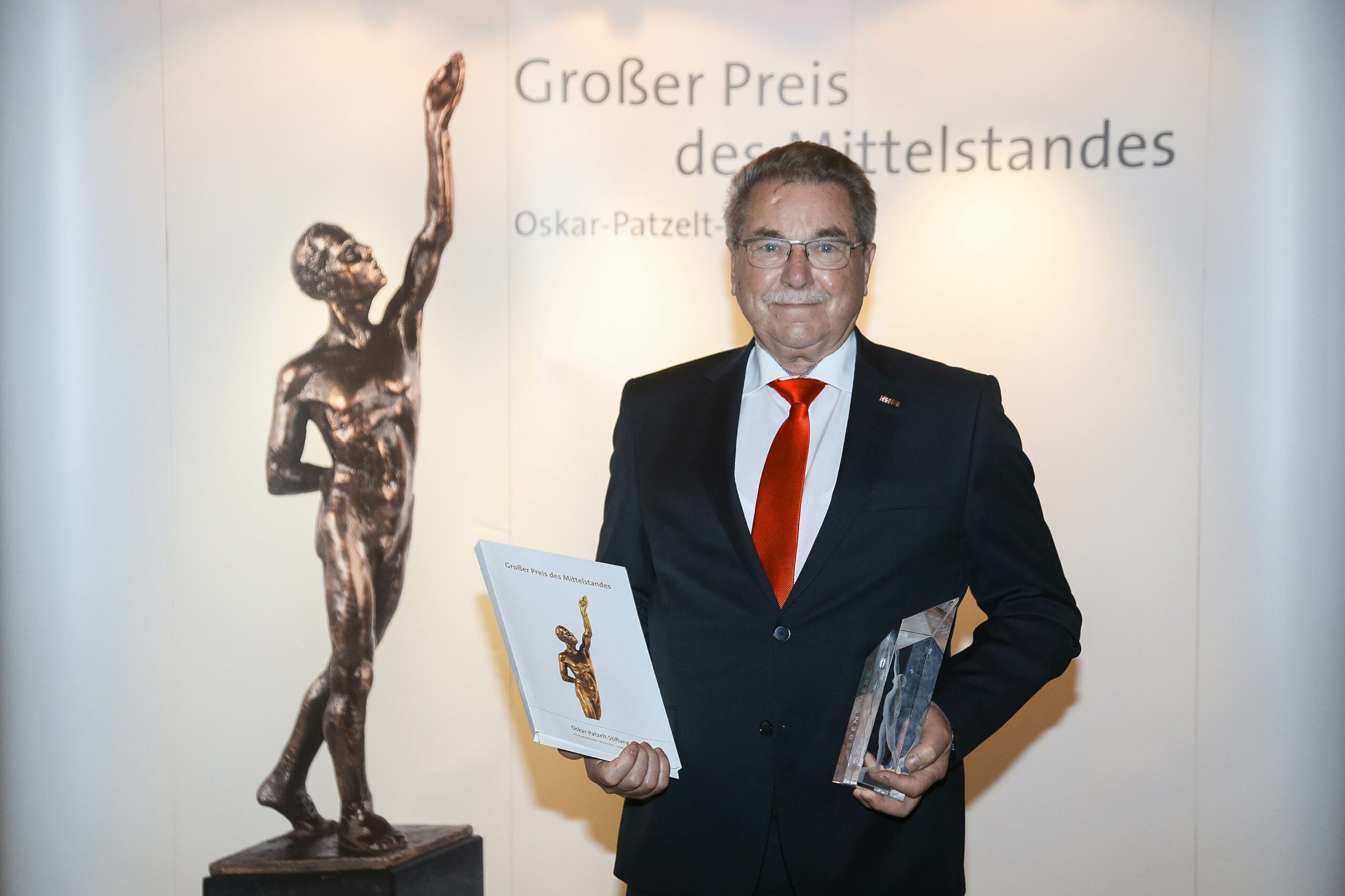 Helmut Hoffmann awarded for his lifetime achievement